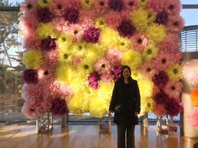 前田京子のペーパーフラワー、ペーパーアートの不織布のジャンボフラワー